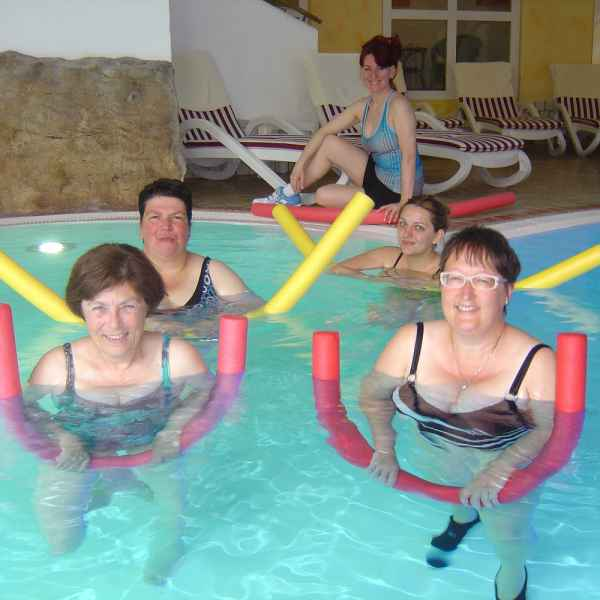 004 aqua fitness
